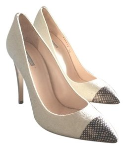 Giorgio Armani Made In Italy 38 Beige Pumps