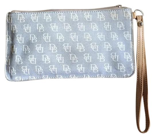 Preload https://img-static.tradesy.com/item/15636859/dooney-and-bourke-clutch-0-1-540-540.jpg