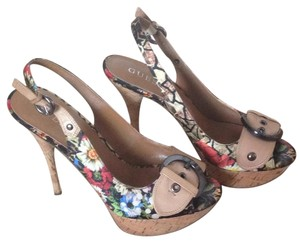 Guess Floral prints Pumps