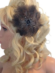 Feather Fascinator or brooch