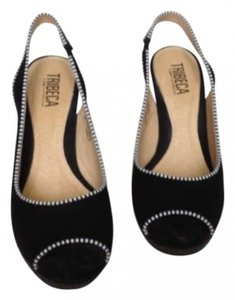 Tribeca by Kenneth Cole Black w Black & White Trim Pumps