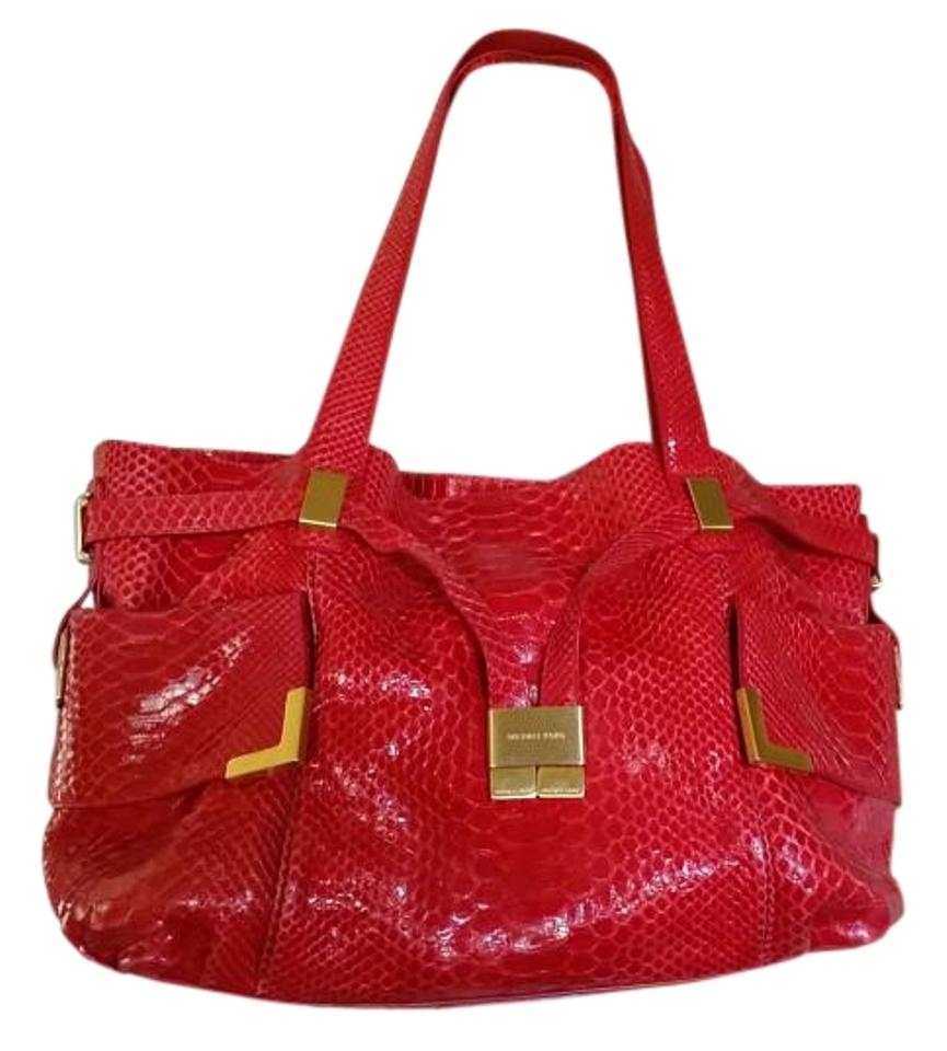 16c10b138959 Michael Kors Excellent Condition Gold Leather Lining Tote in FUSHCIA RED  Image 0 ...