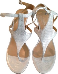 Kenneth Cole Strappy Beachy Summer White Silver Lizard Sandals