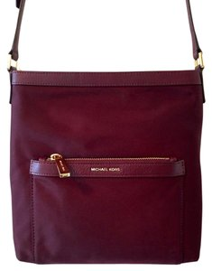 Michael Kors Messenger Medium Nylon Mk Cross Body Bag