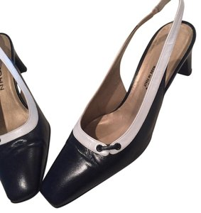 St John Made in Italy Navy Pumps