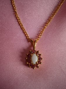 Unknown goldtone w/White opal & red stones necklace