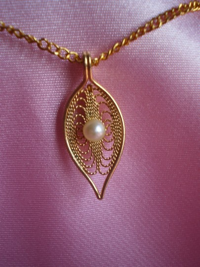 Other Like new Vintage Goldtone w/pearl necklace
