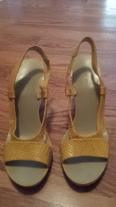 Nine West mustard Wedges