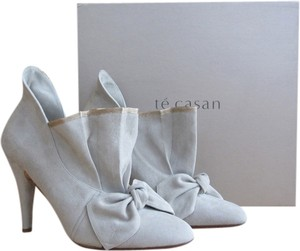 Te Casan Suede Limited Edition Feminine Retro Unique Grey Boots