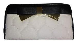 Betsey Johnson Quilted heart zip around bone wallet /gift boxed