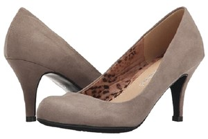 Dirty Laundry Dark Taupe Pumps