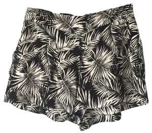 H&M Mini/Short Shorts Black and white print