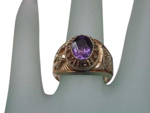 Beautiful Ladies High Brandon Eagles Class 2003 10k Yellow Gold Natural Amethyst Ring
