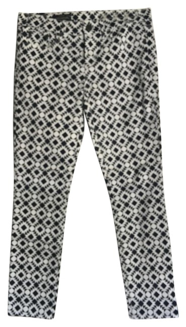 Item - Navy Blue and White Capris Size 6 (S, 28)
