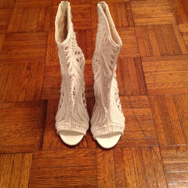 Item - White Boots/Booties Size US 9.5 Regular (M, B)