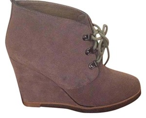 Steve Madden Taupe sued Boots