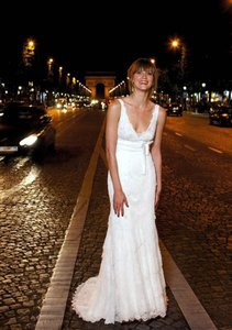 Cymbeline Paris Light Ivory Lace Emea/Dubai Feminine Wedding Dress Size 4 (S)