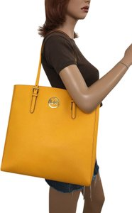 Michael Kors Tote in Vintage YELLOW