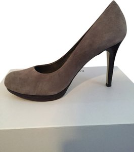 Banana Republic Suede Winter Fall Heel Platform Grey Pumps