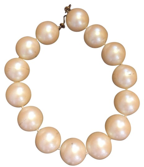 Preload https://img-static.tradesy.com/item/15674143/white-pearl-necklace-0-2-540-540.jpg