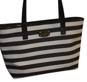 MICHAEL Michael Kors Tote in Black And White