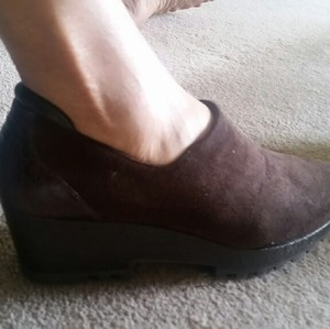 Donald J. Pliner brown Wedges