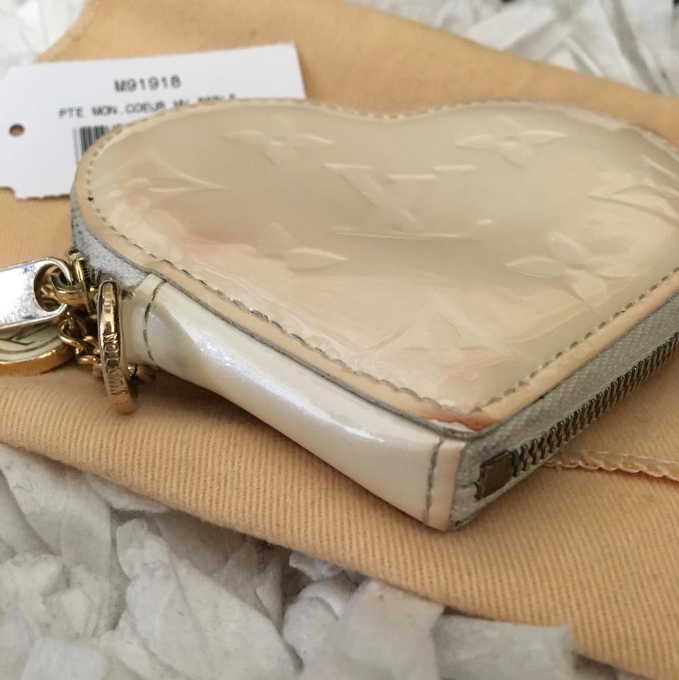 28ff5c3f9b82 Louis Vuitton SALE PRICE ENDS 2 16 ! LV Patent Leather Heart Coin Wallet Bag.  12345