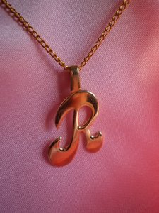 Unknown Like new goldtone initial R necklace