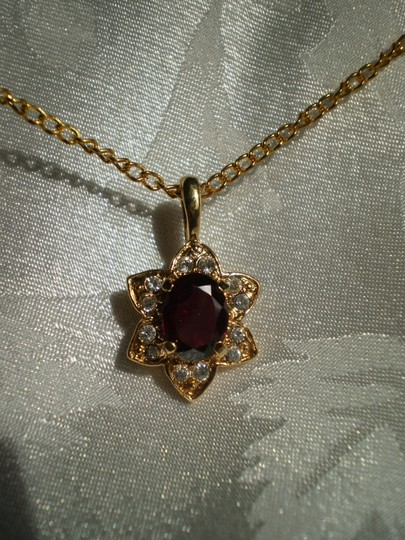 Other Like new garnet w/crystals necklace