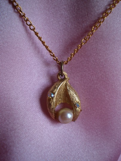 Other Goldtone w/faux pearl necklace