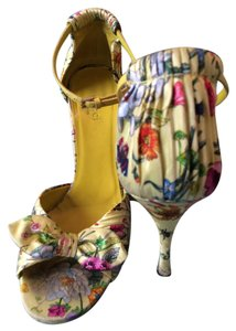 Gucci Yellow with Floral Pattern Pumps