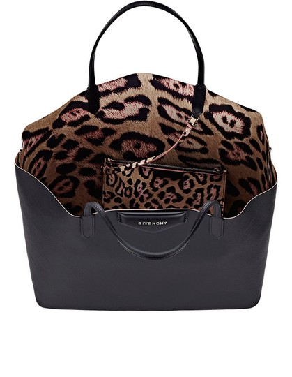 Givenchy Shopping Antigona Tote in black / jagur print