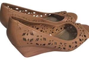 Merona Brown tan Wedges