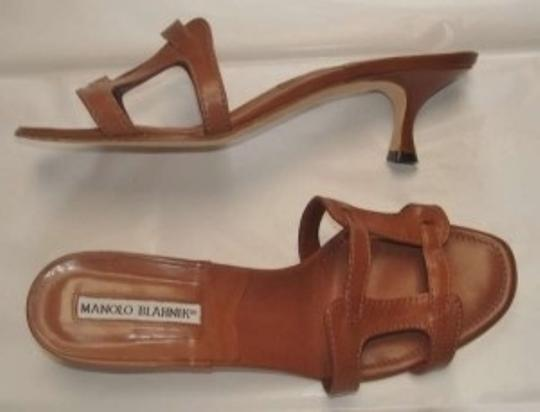 Manolo Blahnik Leather Designer Kitten Heels. Brown Sandals