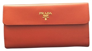 Prada Prada Saffiano Metallic Gold leather wallet Steel hardware