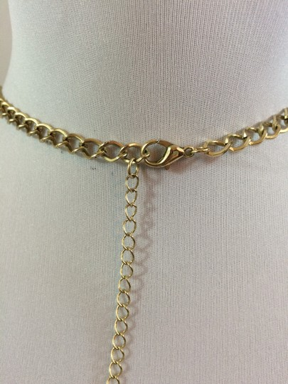 Banana Republic Banana Republic Statement necklace in Gold tone.
