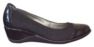 Kenneth Cole Reaction Black Wedges
