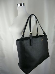 Tory Burch York Buckle Leather Tote in Black