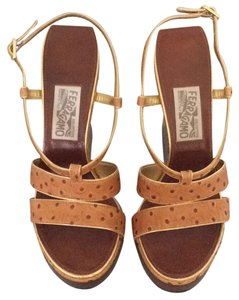 Salvatore Ferragamo Platform Sandal Ostrich Leather Light brown Wedges