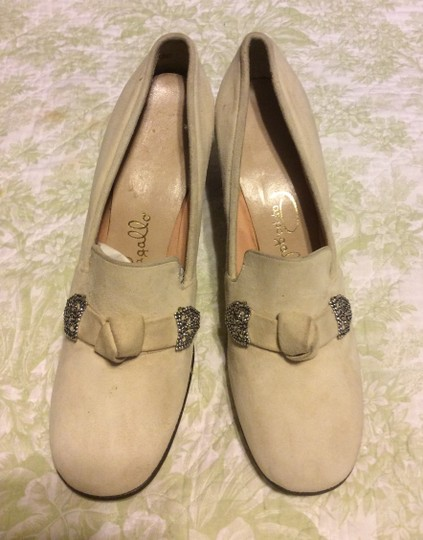 Pappagallo Beige Pumps