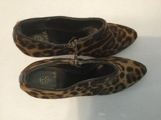 Isola Inside PRICE REDUCTION Leopard colors dyed pony hair leather heels, and lining zippers ankle Boots