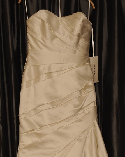 La Sposa Off-white Satin Fanal Formal Wedding Dress Size 6 (S)