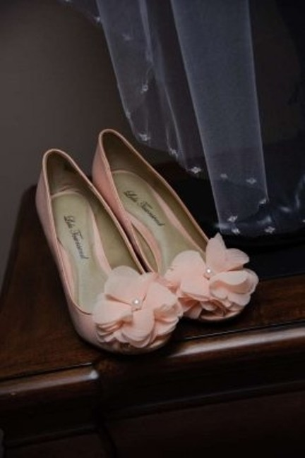 Item - Blush Wedges Size US 6.5