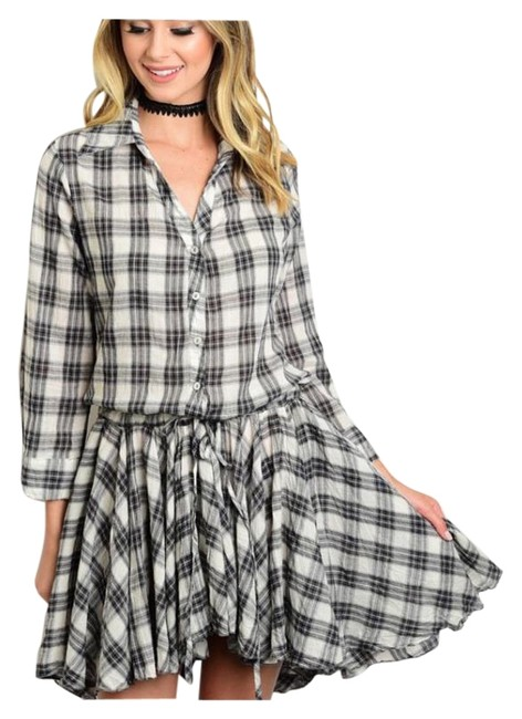 Preload https://img-static.tradesy.com/item/15704404/gray-and-ivory-plaid-button-down-knee-length-short-casual-dress-size-4-s-0-1-650-650.jpg
