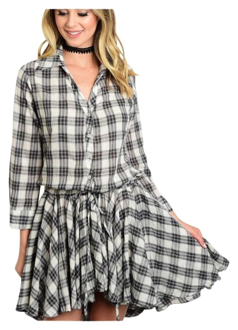Preload https://item5.tradesy.com/images/gray-and-ivory-button-down-knee-length-short-casual-dress-size-8-m-15704449-0-1.jpg?width=400&height=650