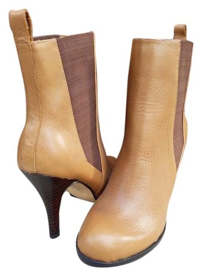 Preload https://item5.tradesy.com/images/very-volatile-nella-bootsbooties-size-us-8-regular-m-b-15705829-0-1.jpg?width=440&height=440