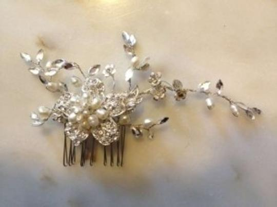 Preload https://item3.tradesy.com/images/silver-with-pearls-and-crystals-amazing-comb-hair-accessory-157062-0-0.jpg?width=440&height=440