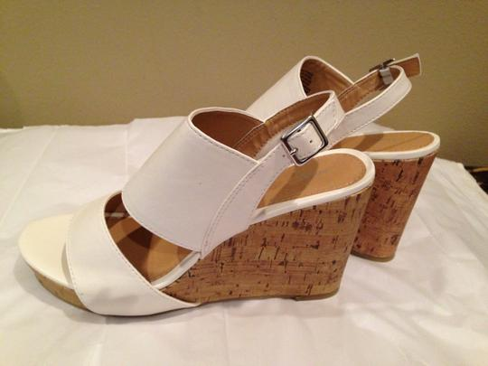 Apt. 9 White Wedges