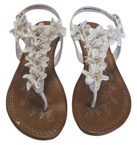 Madeline Stuart New Size 10.00 M White, Neutral, Sandals