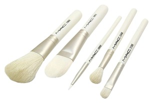 MAC Cosmetics New MAC Cosmetics Keepsakes White Brush Set